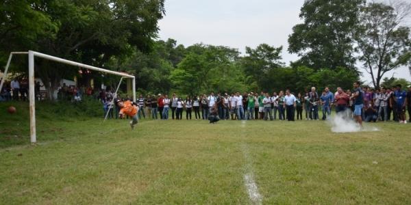 Apadrinan jugadores de Chiapas  Futbol Club  torneo en la UNACH