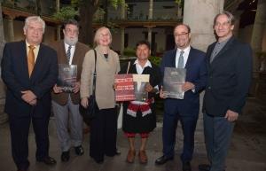 Reeditan UNACH y  Artes de México la revista-libro Textiles de Chiapas