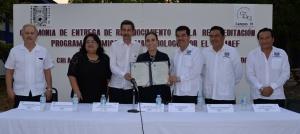 Otorgan reacreditación nacional a la licenciatura de Químico Farmacobiólogo ofertada por la UNACH