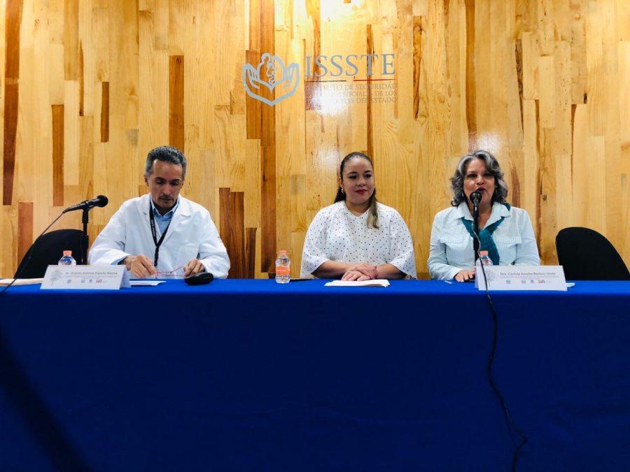 Estudiantes de la Facultad de Humanidades de la UNACH donan libros al hospital del ISSSTE