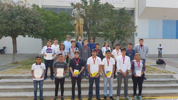 Entregan  en la UNACH medallas a jóvenes destacados de la Olimpiada Chiapaneca de Física