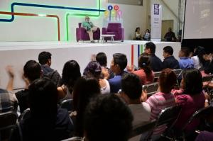 Comparte el experto español Chusé Fernández sus conocimientos sobre la radio documental con jóvenes universitarios
